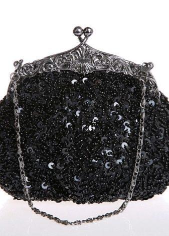 67dccac29ef2 Такие клатчи украшают бахромой, камнями и пайетками. Необычно смотрится  клатч, расшитый цветами. Его можно использовать как для повседневного, ...