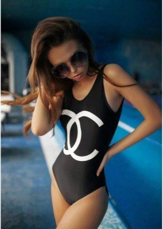 0f0d31e94d61e Фирма по производству спортивной одежды и обуви Reebok тоже имеет свою  коллекцию купальников. Слитные купальники этого бренда относятся к  спортивному стилю ...