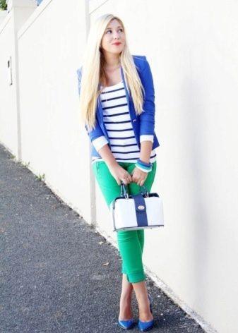Зеленые туфли и синее платье