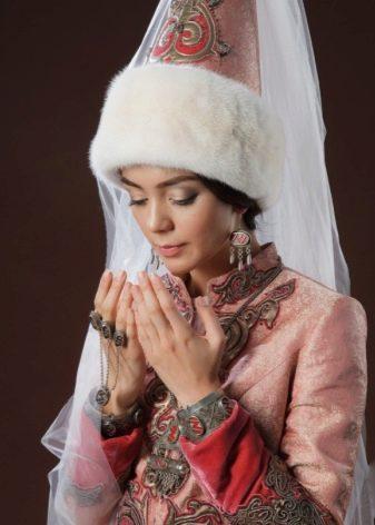 Казахский наряд для девушек