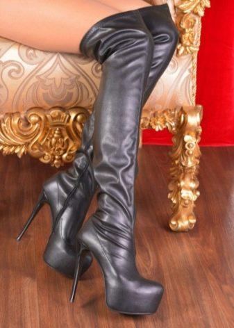 Для максимально изящного вида зимней обуви производители предлагают  варианты с четкой границей лодочки и высоким голенищем. Для придания  контраста нижняя ... f2027e2917a