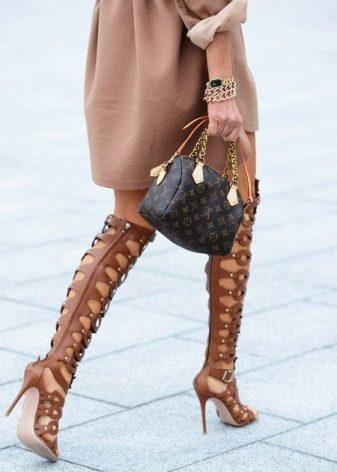 Сапоги на каблуке длинные с чем носить фото