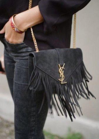 446ae9587e2a Yves Saint Laurent предлагает потрясающие сумочки небольших размеров,  изготовленные из бархатной замши разных цветов.