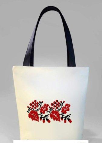 398e9e5c4646 Белые сумки превосходно подойдут для росписи акриловыми красками.  Начинающие девушки могут нарисовать объемные цветы или фрукты, а для  профессионалов ...