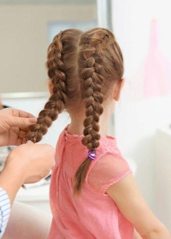 Как заплести колосок ребенку 2 года
