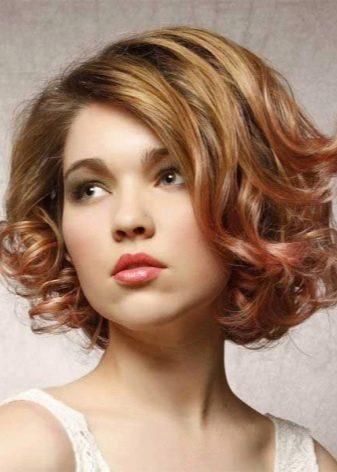 Как накрутить локоны на короткие волосы