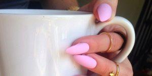 Идеи оформления розового матового маникюра