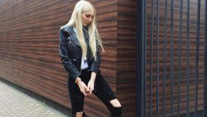 Черные джинсы с дырками на коленях