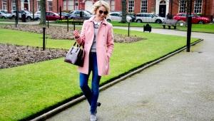 С чем носить розовое полупальто?