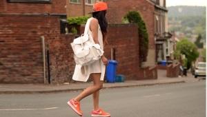 Оранжевые кроссовки