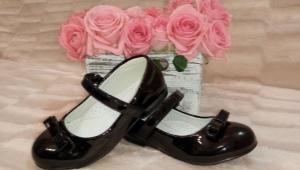 Черные школьные туфли