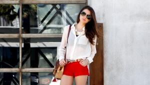 Красные шорты