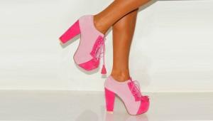 Розовые ботильоны
