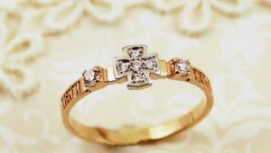 """Женское золотое кольцо """"Спаси и сохрани"""""""