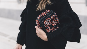 Как украсить сумку своими руками?