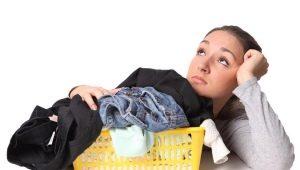 Чем очистить одежду от монтажной пены?