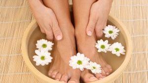 Ванночки для ног: для чего необходимы и как их делать?