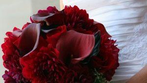 Бордовый букет для невесты: особенности выбора цветов и идеи оформления композиции