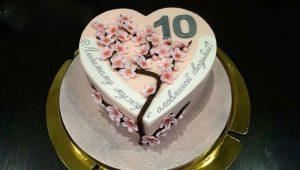 Как выбрать и оформить торт на 10 лет свадьбы?