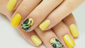 Маникюр в нежно-желтом цвете