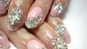 Варианты дизайна ногтей с камнями
