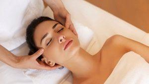 Как правильно делать массаж лица в домашних условиях?