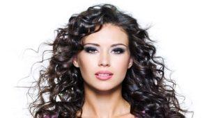 Особенности и технология наращивания кудрявых волос