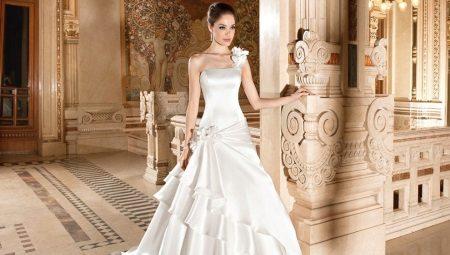 Пышное свадебное платье со шлейфом – наряд, достойный королев
