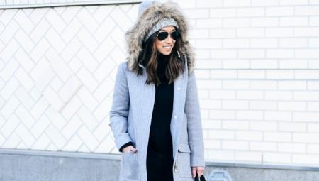 Зимнее женское полупальто с капюшоном