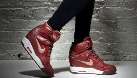 4d4ce741 Сникерсы Nike (33 фото): женские модели сникеров от Найк
