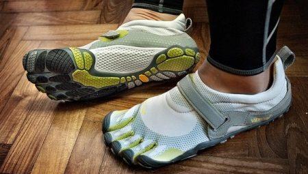 Кроссовки с пальцами