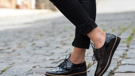 a98aeb80 Черные лаковые туфли (51 фото): с чем носить женские лакированные ...