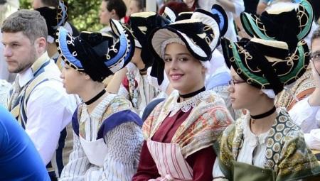 Национальный костюм Франции
