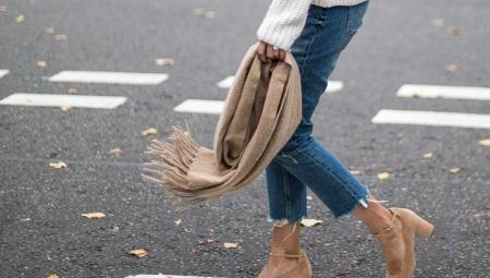 Замшевые туфли на каблуке