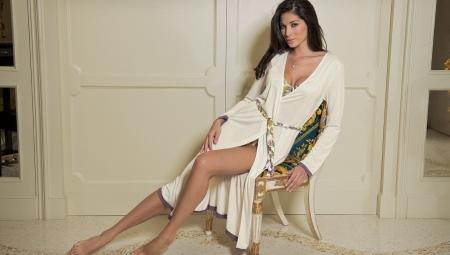 Ручной дрочка девушка в коротком халате порно огромным