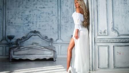 Белые туфли на высоком каблуке