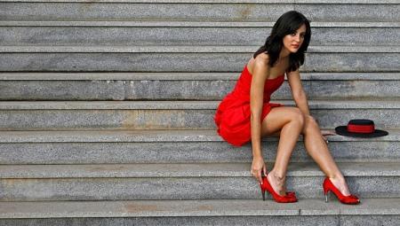 Куда обуть красные туфли?
