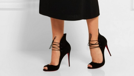 Открытые туфли на каблуке