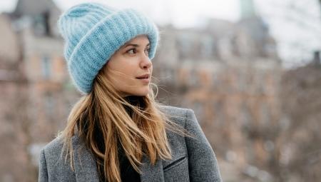 шапка английской резинкой 20 фото варианты двухцветной и пышной