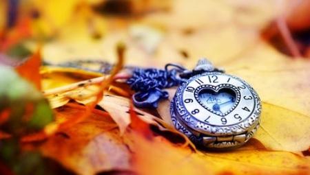 Кулон в виде часов
