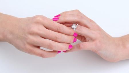 Как снять кольцо с пальца?