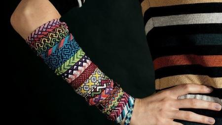 braslety-iz-nitok-85 Как сделать браслет из красной нити своими руками: идеи, варианты, фото. Как сделать браслет желаний, удачи, оберег, от сглаза из красной нити?