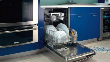 Как почистить посудомоечную машину?