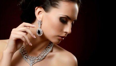 Уход за серебряными украшениями