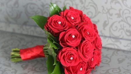 Букет невесты из красных роз: идеи для оформления и тонкости выбора