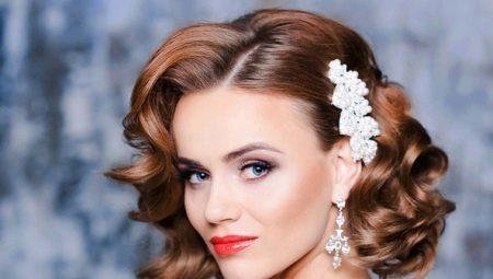 976fc845ce4 Свадебные прически на средние волосы (139 фото)  укладка с диадемой ...