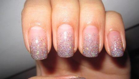 Маникюр с блестками на кончиках ногтей