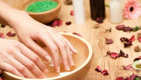Ванночки для ногтей: польза, вред и рецепты