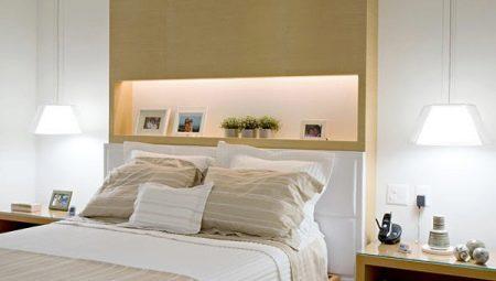 Идеи красивого оформления полок над кроватью в спальне