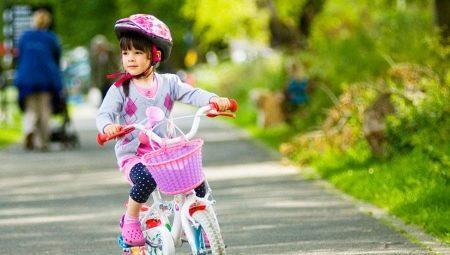 Как выбрать велосипед для девочки 4 лет?